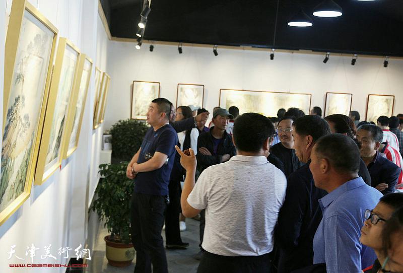 李旭飞山水画展现场。