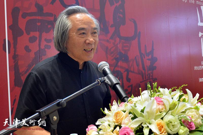 著名画家霍春阳致辞。