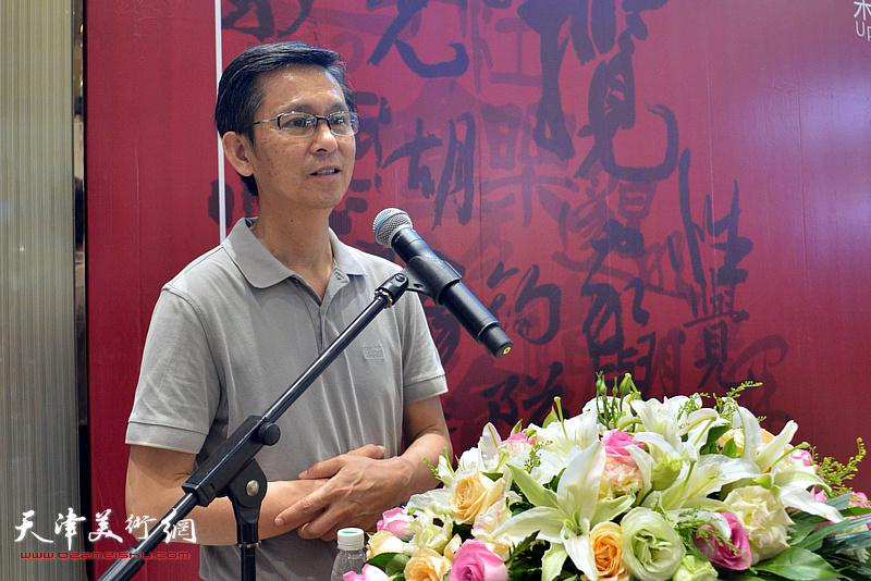 中国美术家协会副主席、著名画家何家英致辞