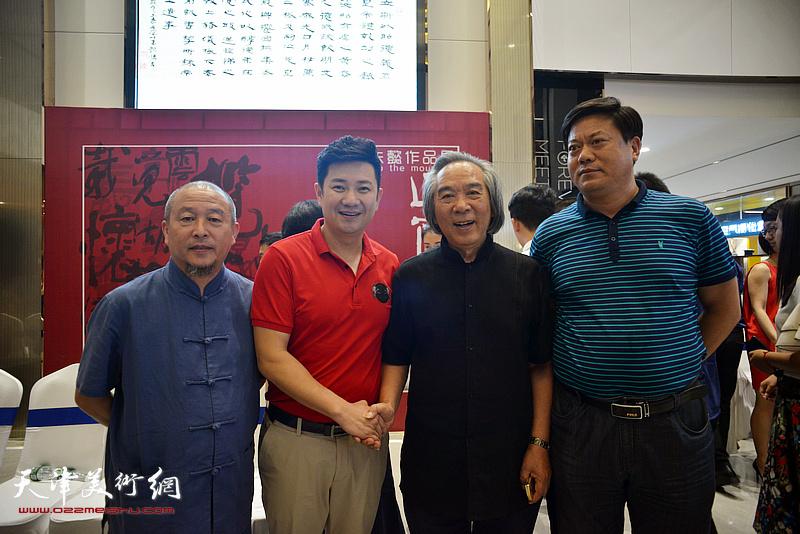 左起:缪文杰、朱懿、霍春阳、卢杰在画展现场。