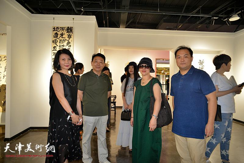 陈治、华邵栋、武欣在作品展现场。