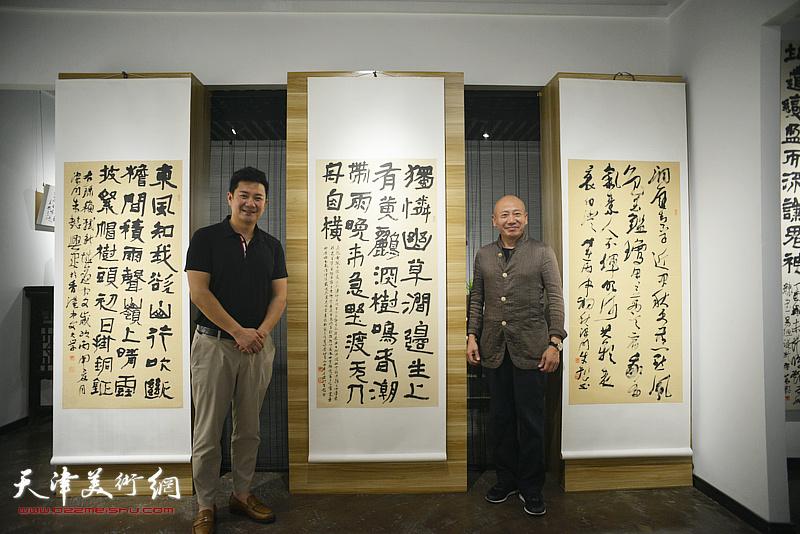 朱懿与孟广禄在作品展现场。