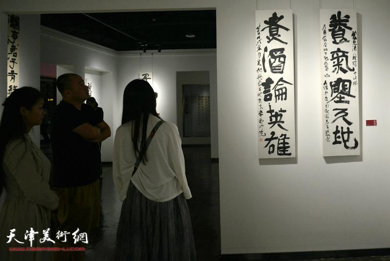 """""""山下——朱懿书法作品展""""现场。"""