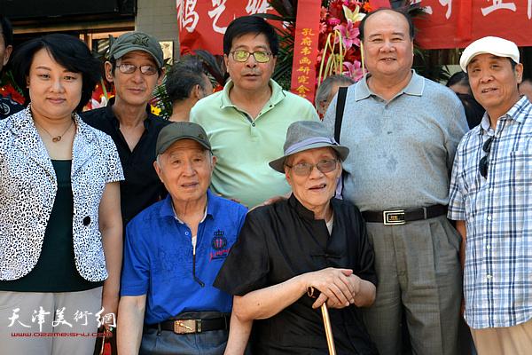 隋家祐(中)与孙贵璞、孙长康、孙瑜等在一起。
