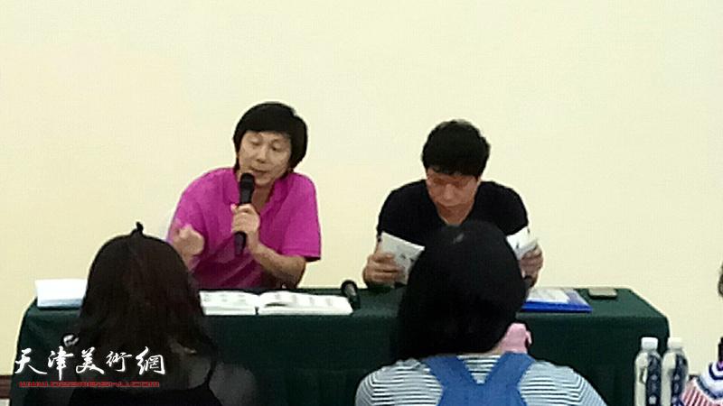 孙国胜、沈宪民就《津沽读本--华世奎书法卷》向五所学校的书法老师讲解临帖练习书写基础