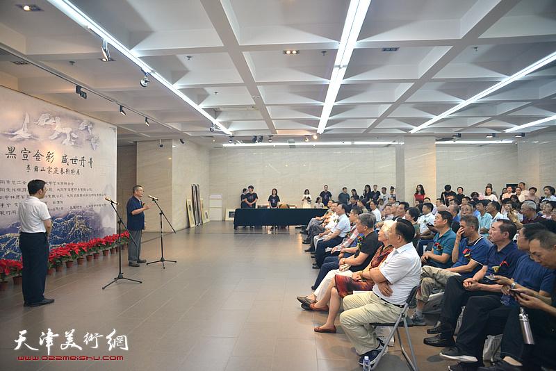 """""""黑宣金彩 盛世丹青——李尔山家庭艺术特展""""开幕式现场。"""