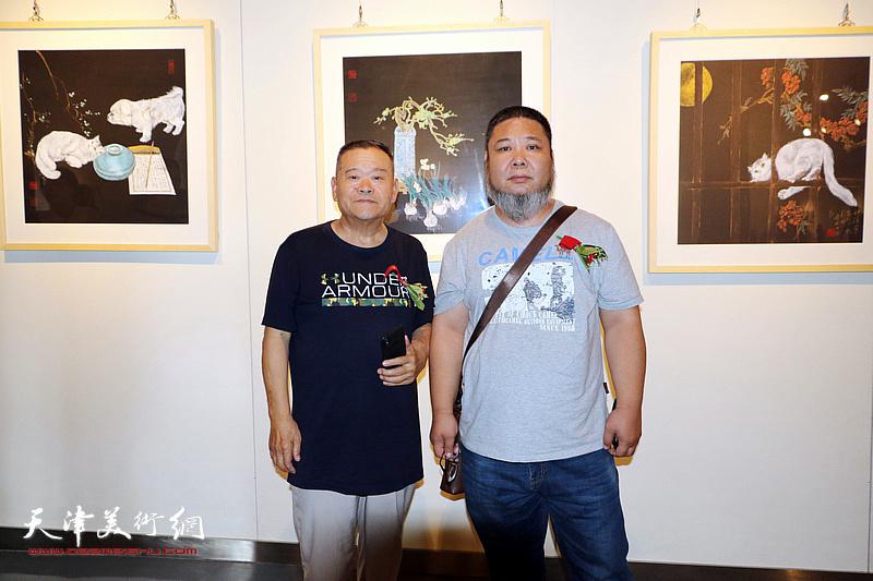 董铁山、张法东在画展现场。
