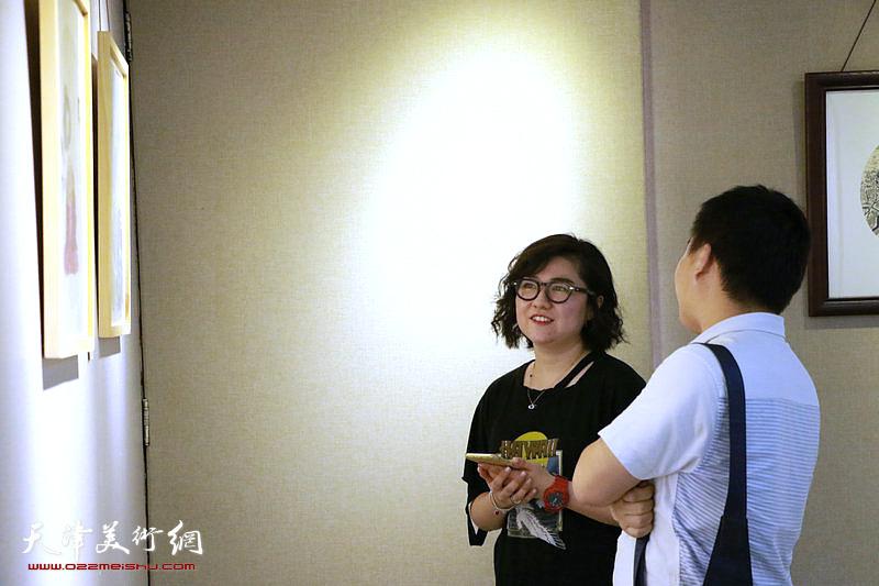"""翰墨澄怀—2018庆""""八一""""天津市群艺国画沙龙作品展现场。"""