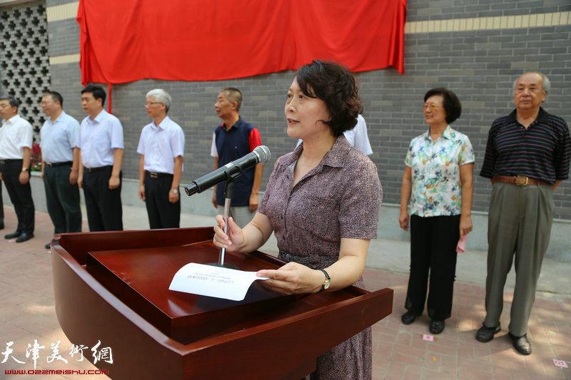 河北区副区长刘冬云主持揭幕仪式