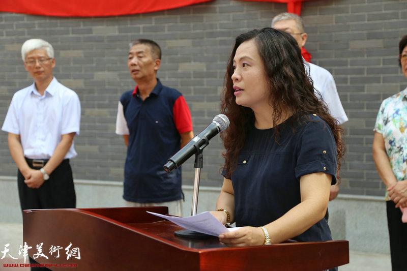 天津市美术中学党总支书记赵霞介绍落馆情况