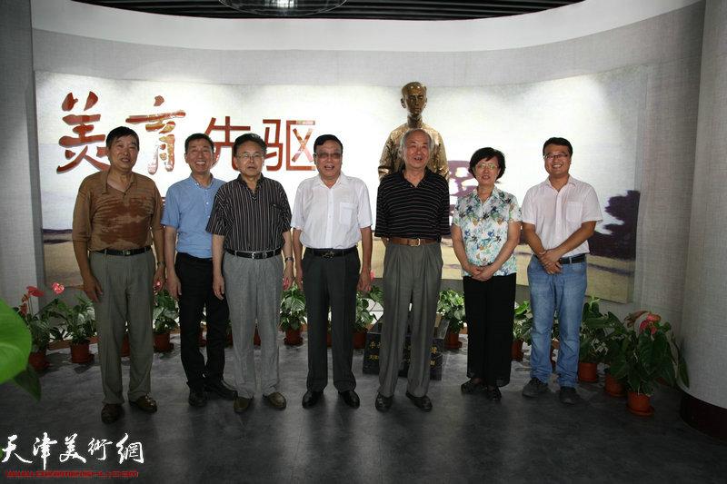 李叔同研究会有关人员在开馆仪式现场。