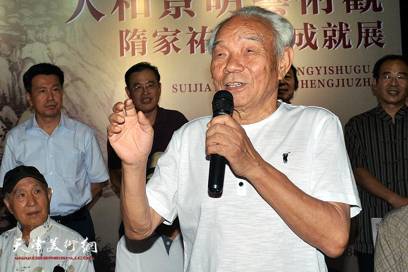 天津美协山水画专业委员会名誉主任纪振民致辞。