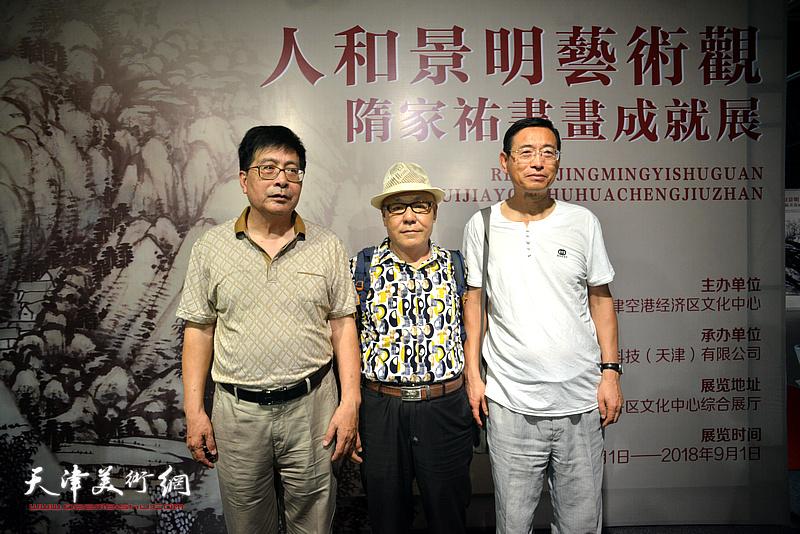 隋家祐与刘凤棋在画展现场。