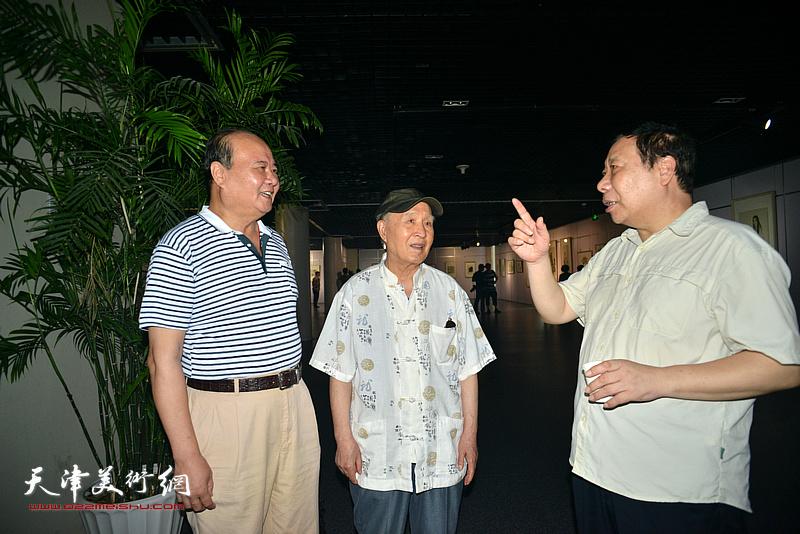 孙贵璞、杨利民、祁宜选在现场交流。