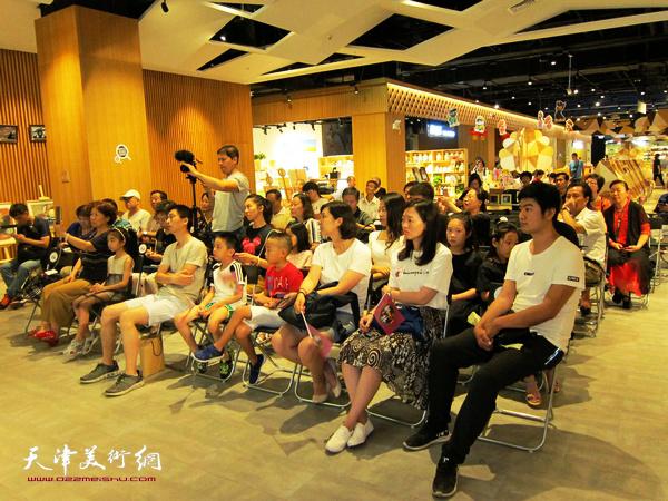 """""""美术微课堂""""广州购书中心天津店举办。"""