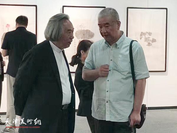 霍春阳、戴世隆在东京中央美术馆。