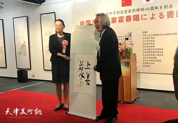 郭燕公使、霍春阳在开幕仪式上。