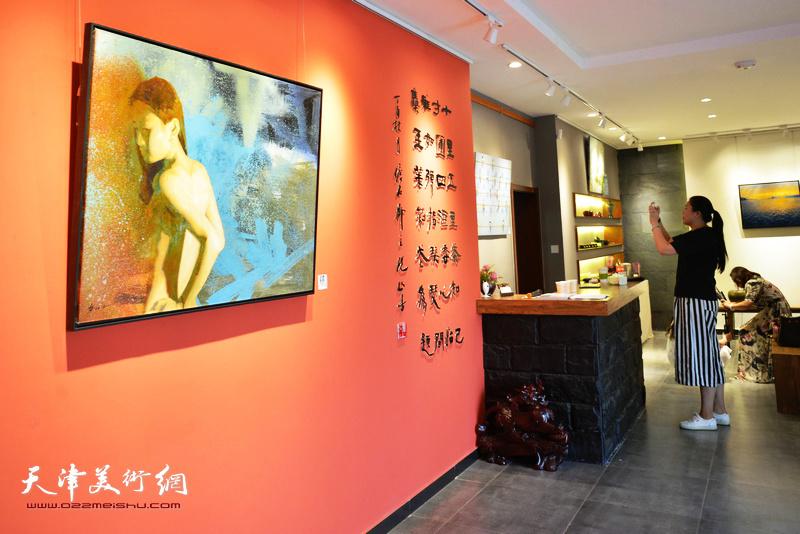 台湾艺术家李长青先生油画作品展在十方雅集画廊开幕。