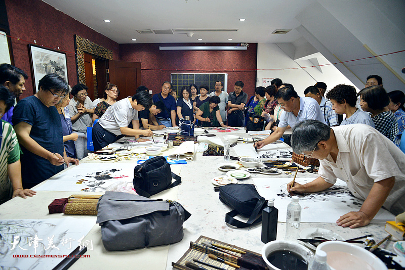 今晚书画家艺术交流中心成立三周年创作现场。