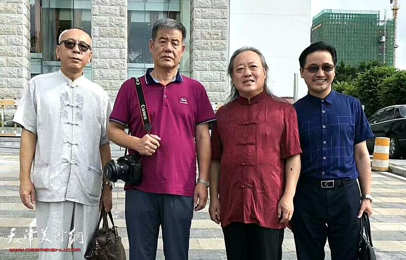 左起:王炳学、张新月、胡振声、姚泽民在画展现场。