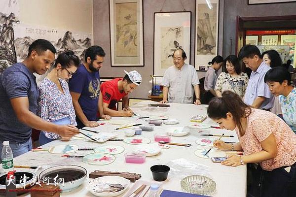 扇面清风艺术讲座在张大千艺术研究会展览馆举行