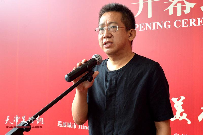 中国美协中国画艺委会委员、天津美术家协会副主席、天津人民美术出版社社长李毅峰致辞。