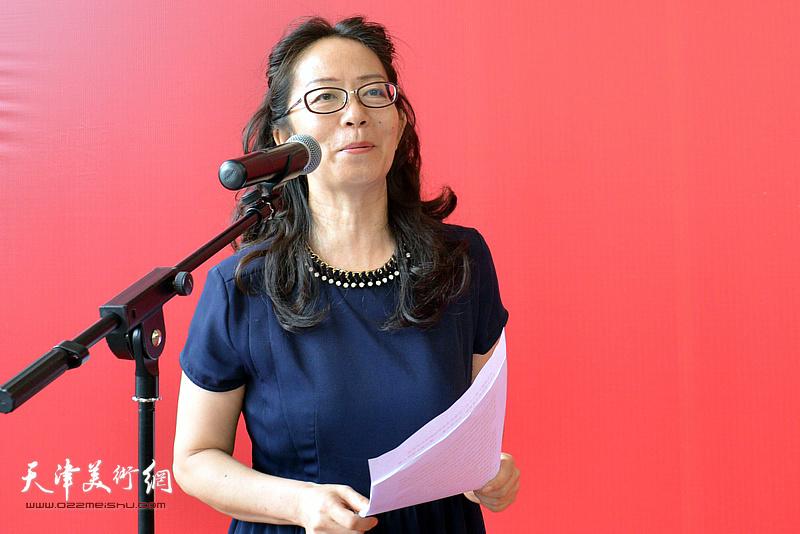 第五届全国架上连环画展开幕仪式由天津美术馆副馆长卢永琇主持。