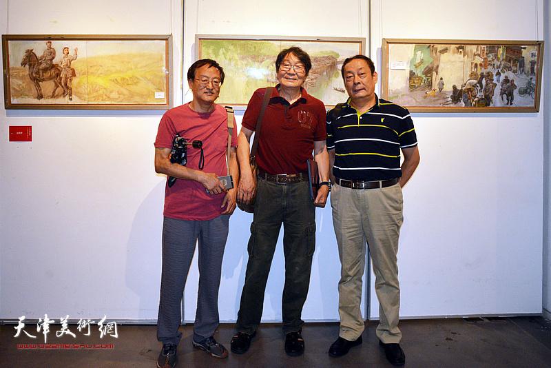 张胜、张小凡、王忠在画展现场。