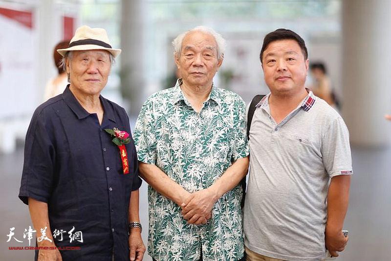 纪振民、姬俊尧、曹国年在展览开幕活动现场。
