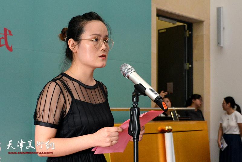 参展青年画家代表赵荣花致辞。