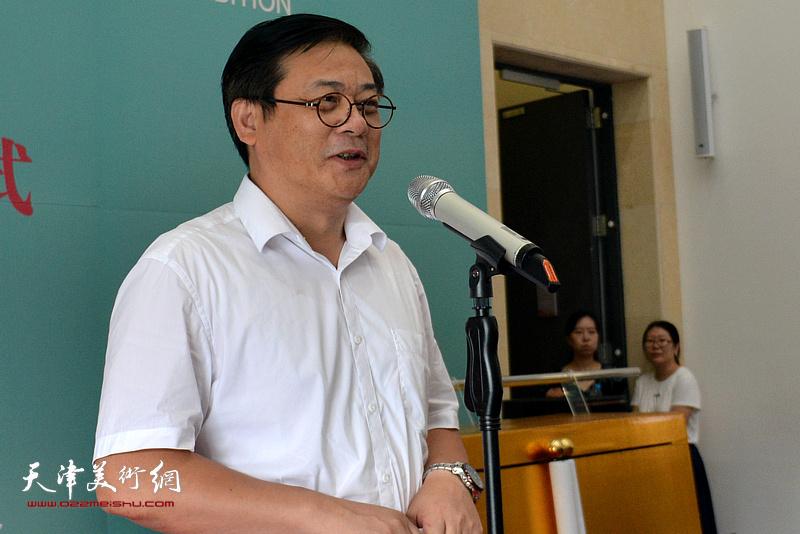 中国美术家协会分党组书记、驻会副主席兼秘书长,本次展览会主任徐里讲话。