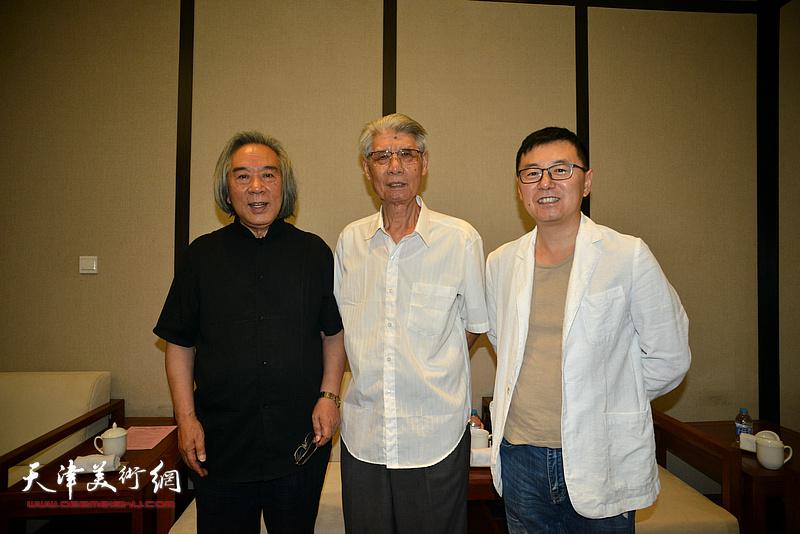 杨德树、霍春阳、王彬在天津现代美术馆。