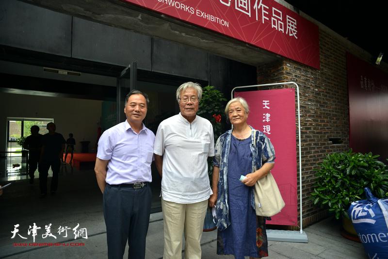 陈冬至、李燕华、邢立宏在天津现代美术馆。