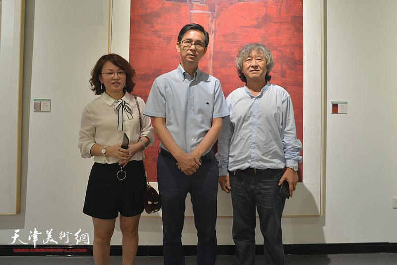 何家英、刘向东在天津现代美术馆。
