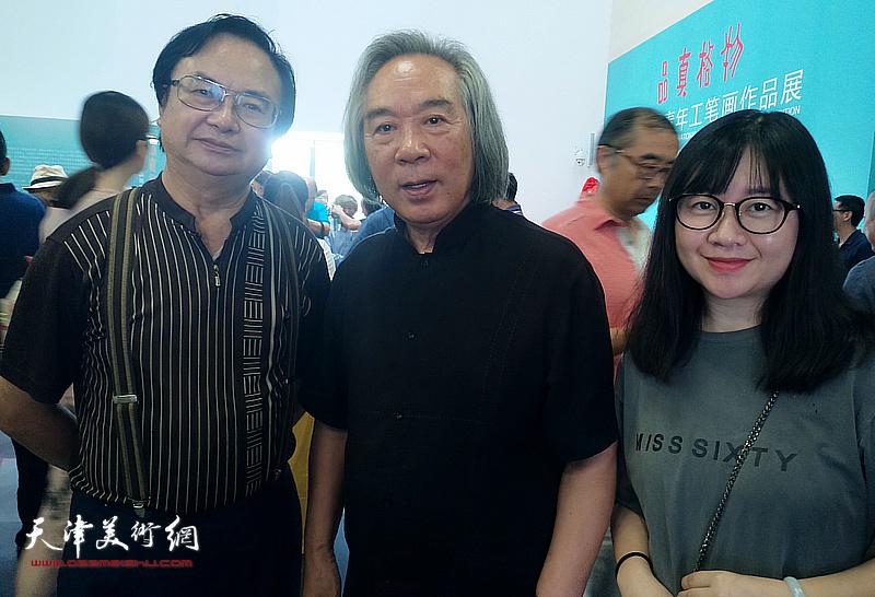 霍春阳、杨豹、杨帆在天津现代美术馆。