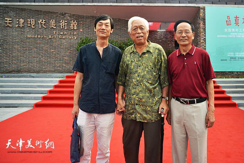 白金、郭金标、徐庆荣在天津现代美术馆。