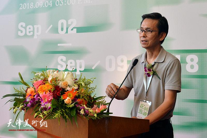 中国美协副主席何家英致辞。