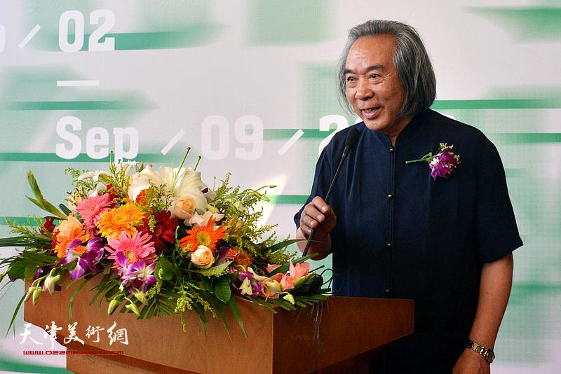 天津市中国画学会会长、天津美术学院教授霍春阳致辞。