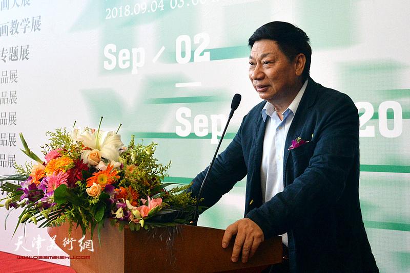 广东省中国画学会副会长、广州美术学院教授方楚雄致辞。