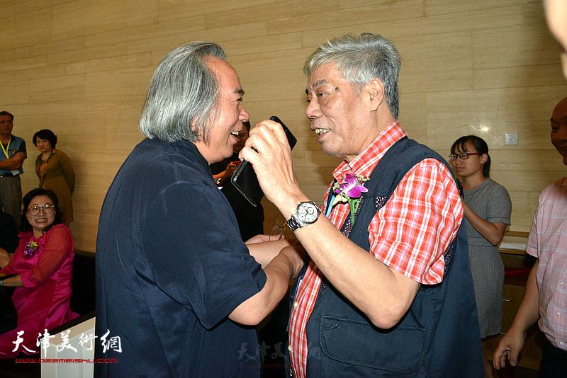 霍春阳、陈永锵老友津门相见。