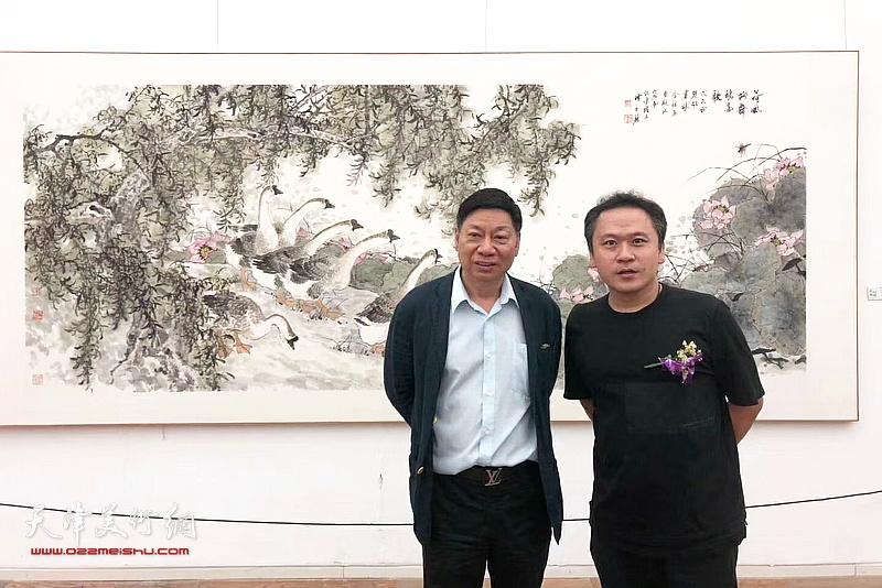 方楚雄、霍岩在画展现场。