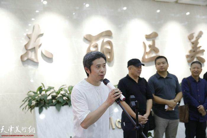 天津美院胡景辉教授致词
