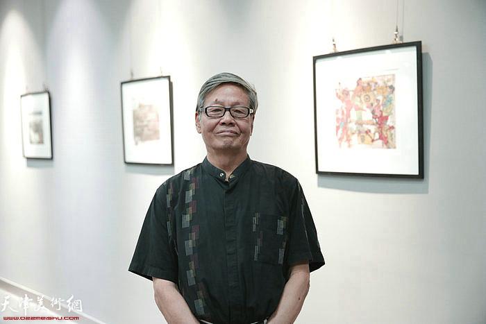 东丽画家赵振凯在画展现场