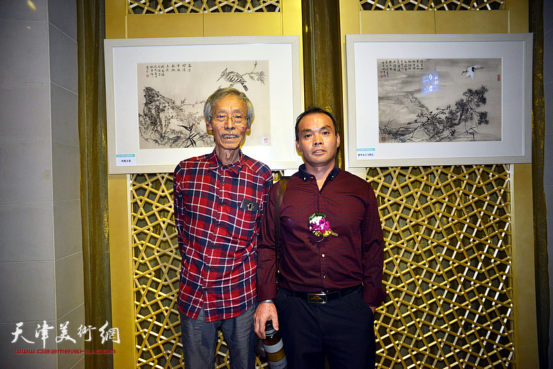 姚景卿、闫连涛在画展现场。