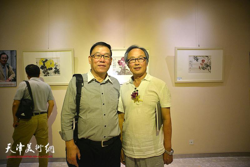陈福春、刘忠奎在画展现场。