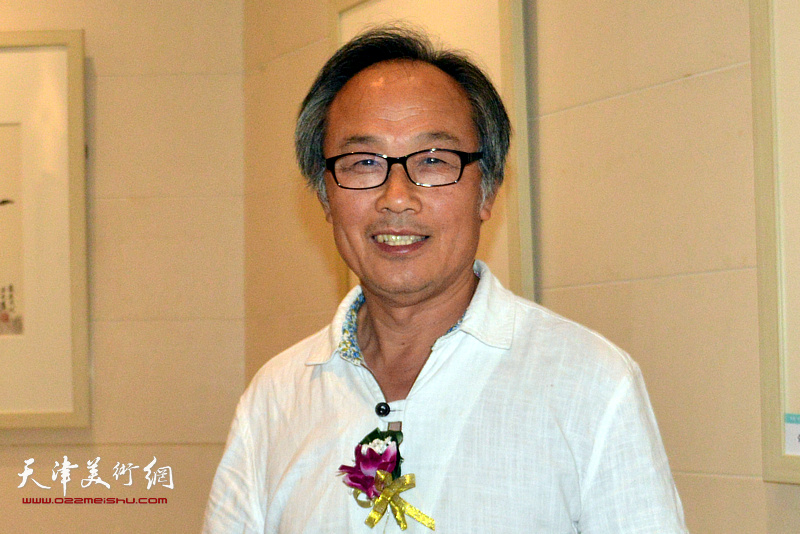 参展画家陈福春。