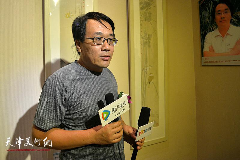 参展画家张晓彦。
