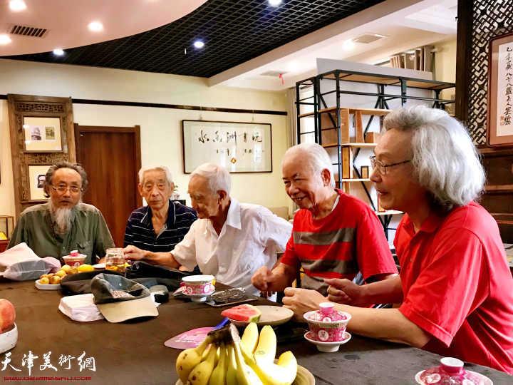 左起:刘栋、王振锁、毕开文、庄征、车永仁