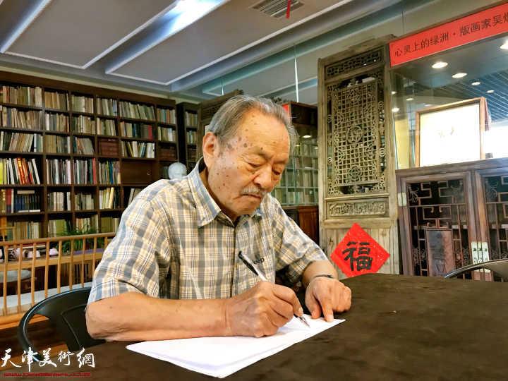 吴燃先生在水香洲书院。