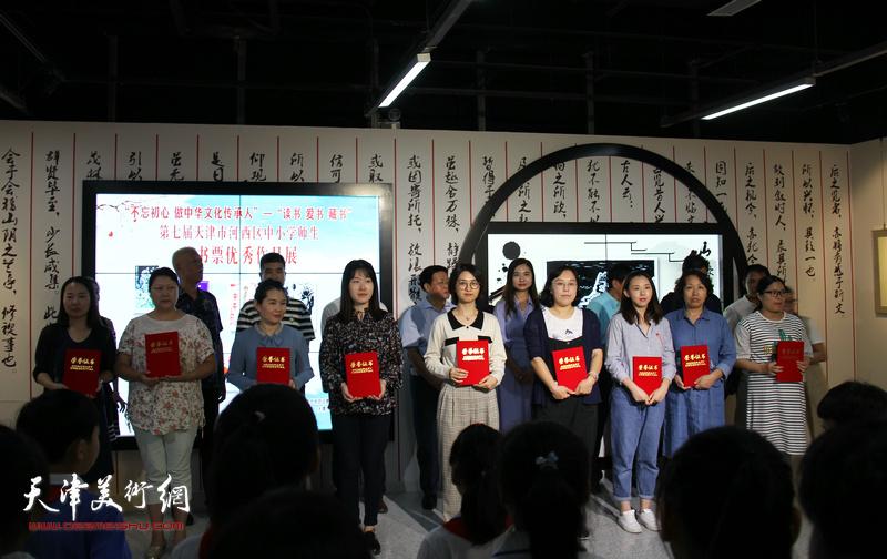 第七届天津市河西区中小学师生藏书票作品展9月18日开幕。
